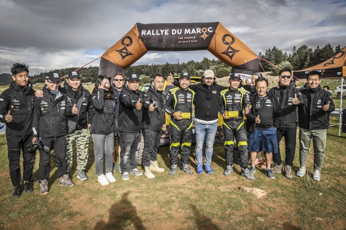 328 WEI Han (CHN), MIN Liao (CHN), Han Wei, Buggy Geely, auto, ambiance, Team GEELY - CASTERA David (fra), Director of the Rallye du Maroc, portrait during Rally of Morocco 2018, Podium finish, Fes, october 9 - Photo Eric Vargiolu / DPPI